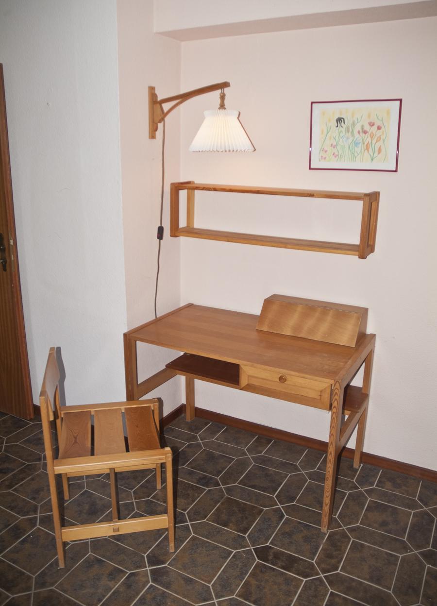 Jugendzimmer massivholz regal schreib tisch stuhl wand for Jugendzimmer stuhl